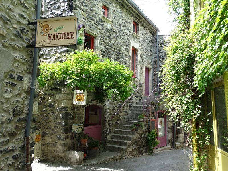 Alba-la-Romaine : village de caractère