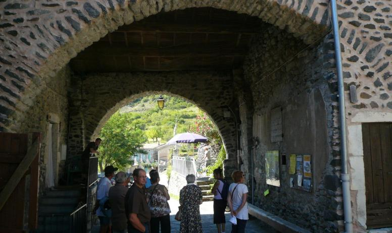 Devant lentrée médiévale du village