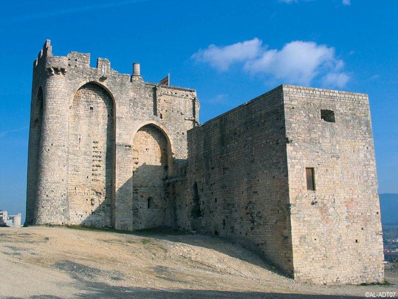 Site médiéval et chapelle fortifiée