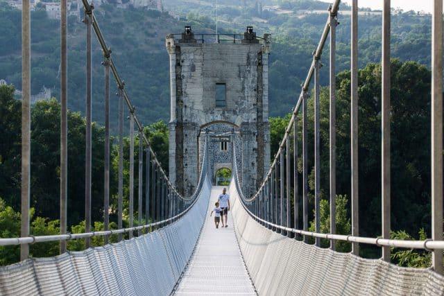 pont-de-rochemaure-passerelle