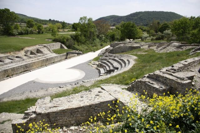 site-antique-theatre-antique-alba-romaine