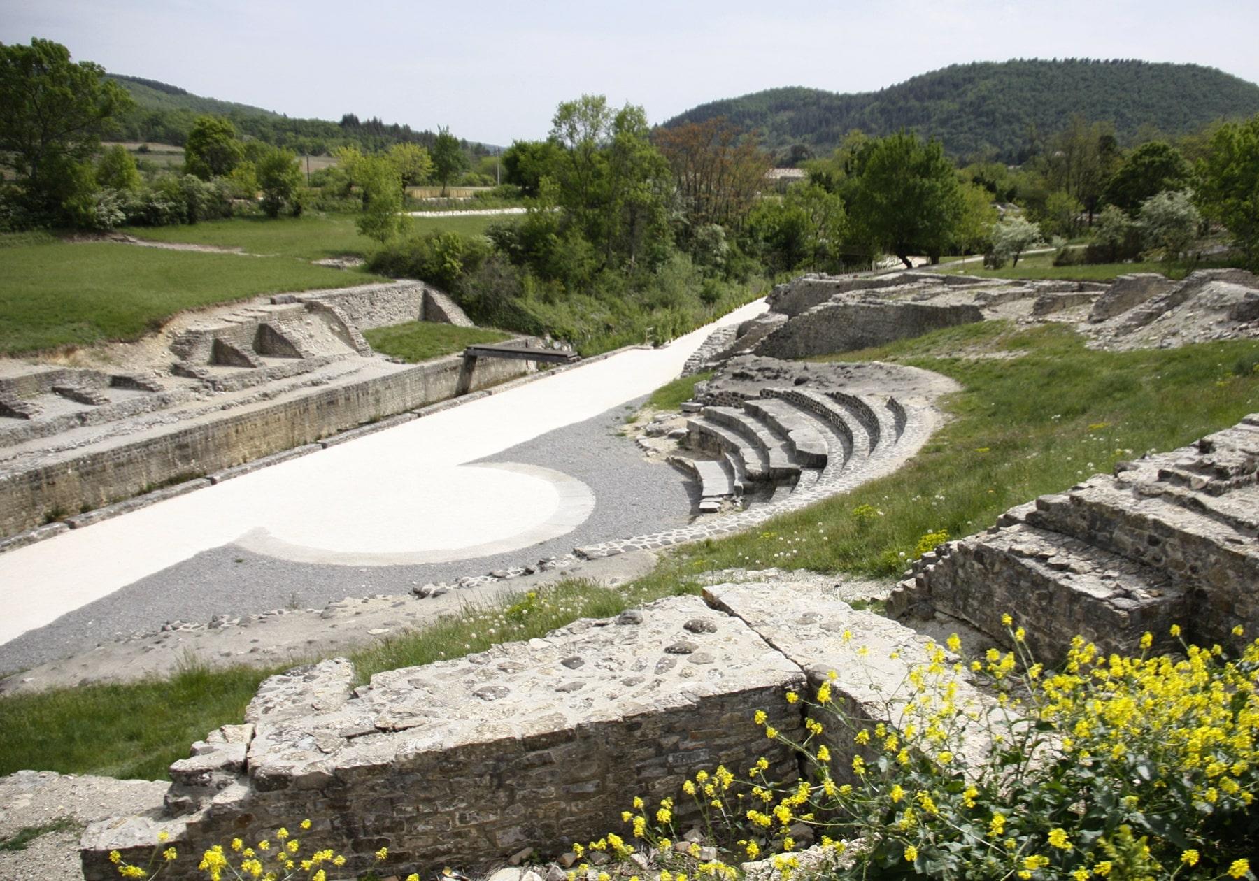 site-antique-theatre-antique-alba-romaine_1800x1260_acf_cropped