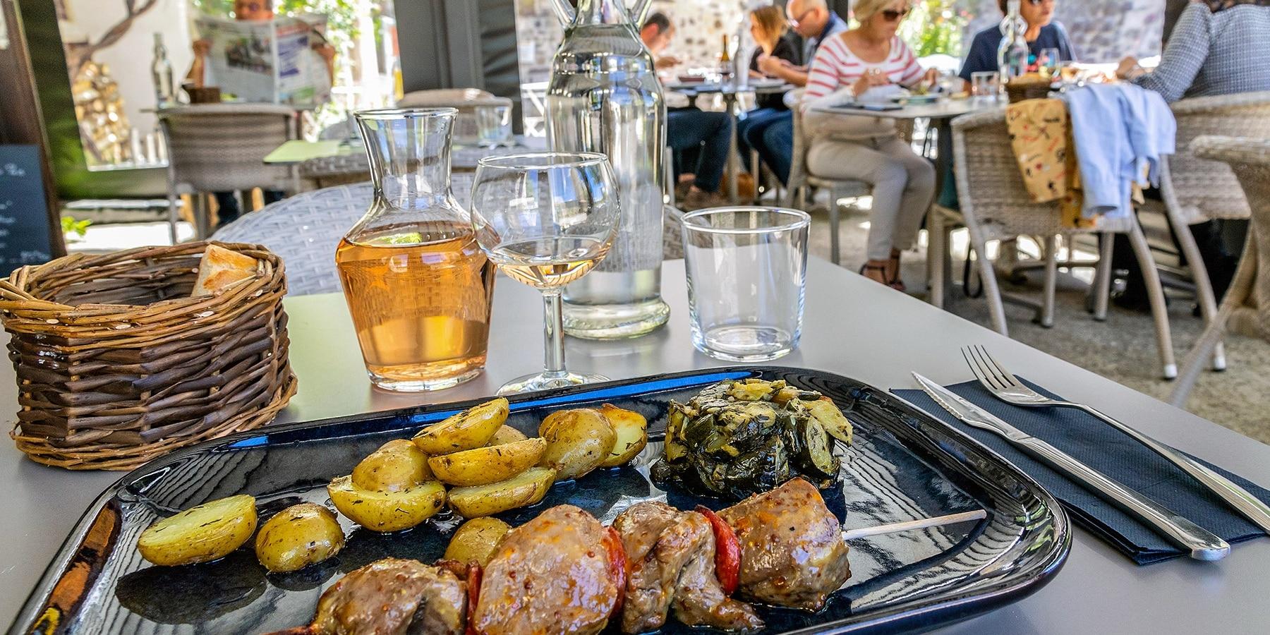 saint-vincent-de-barres-restaurant_1800x900_acf_cropped