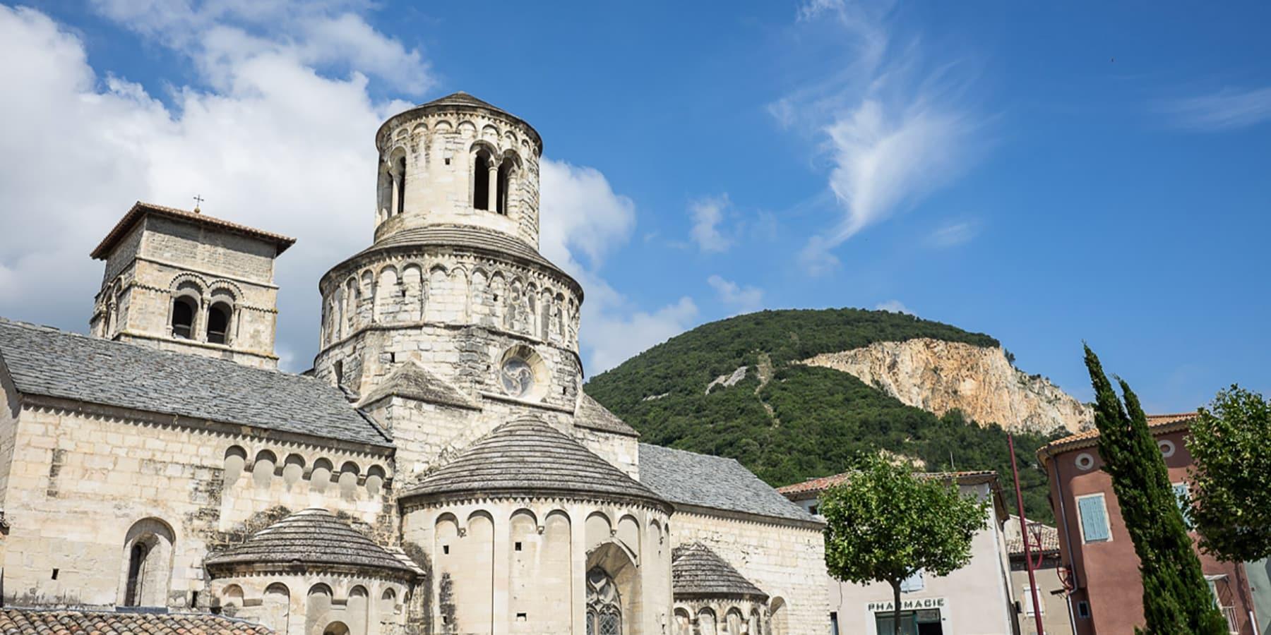 Abbatiale-cruas-tourisme-sud-ardeche-rhone_1800x900_acf_cropped