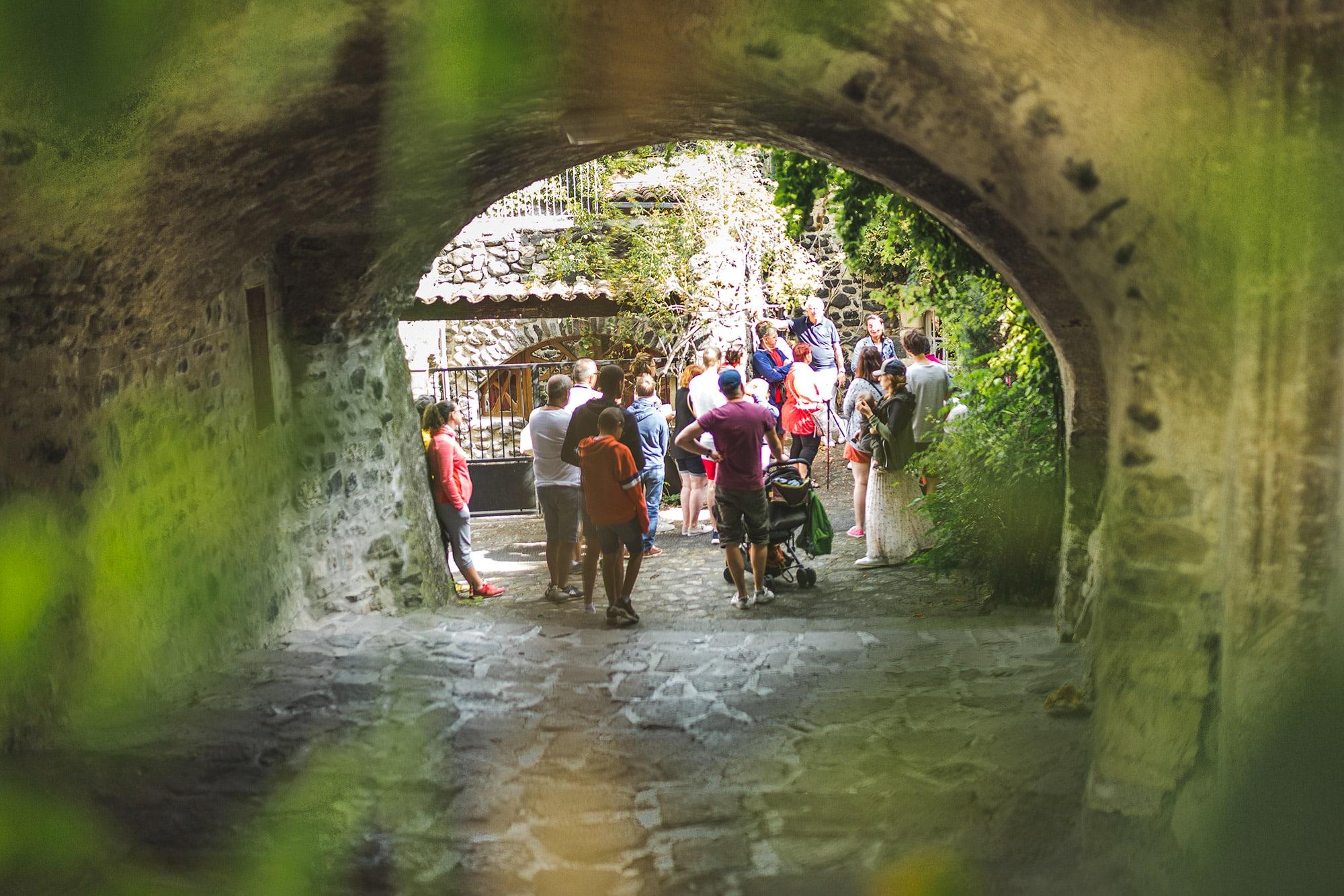 groupe-visite-village-medieval-sud-ardeche