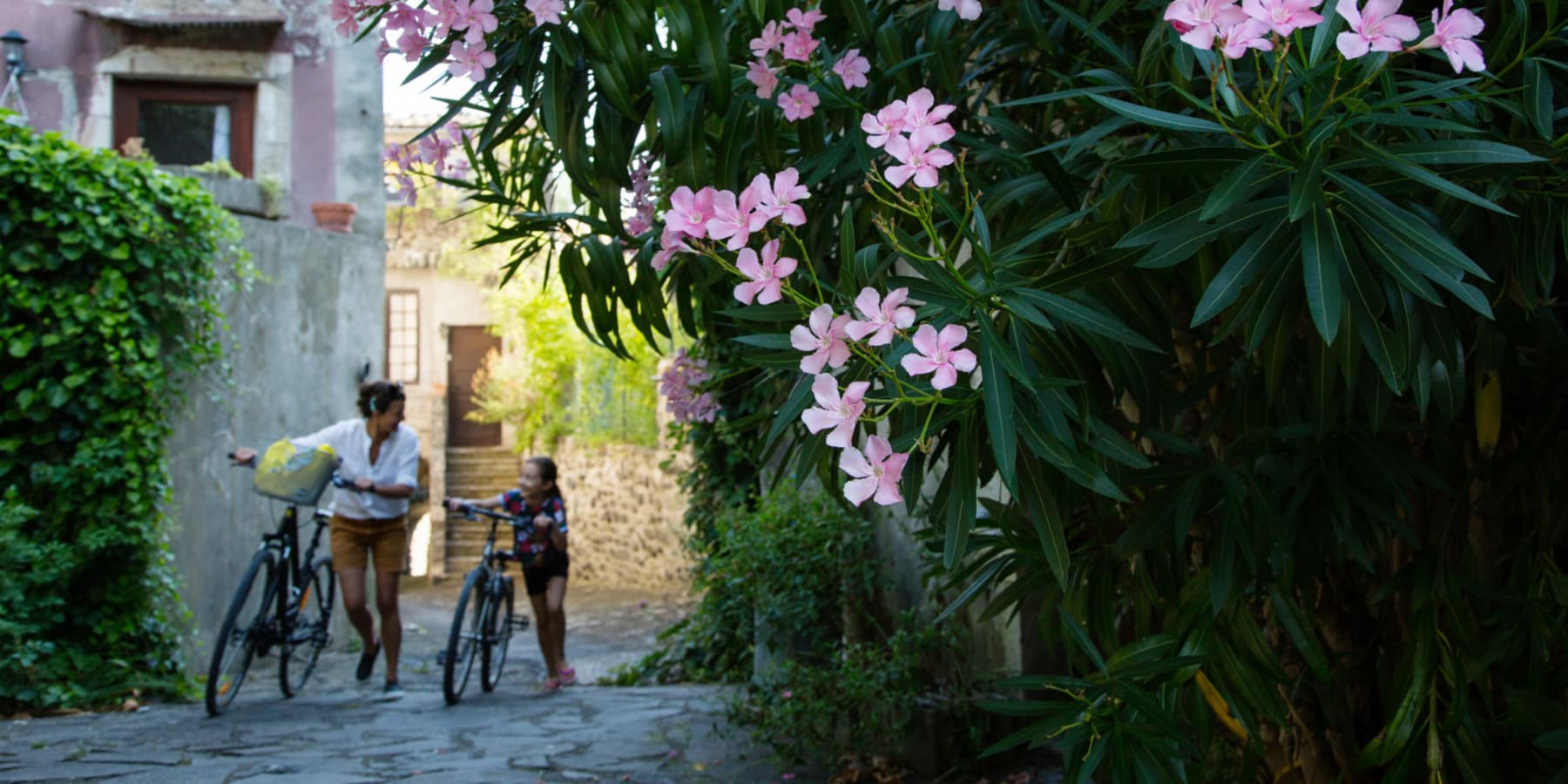 Rue-Alba-la-Romaine-Vélo-@G-Edouart-ADT07