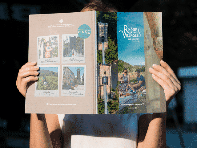OTISARV Mockup Magazine (1)